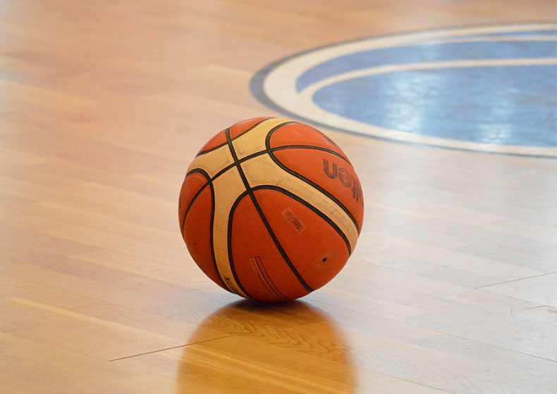 Basket: squadra di tredicenni, genitori ultrà e allenatore da clonare