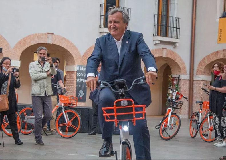 Il sindaco di Venezia dona tutti i suoi stipendi per la città