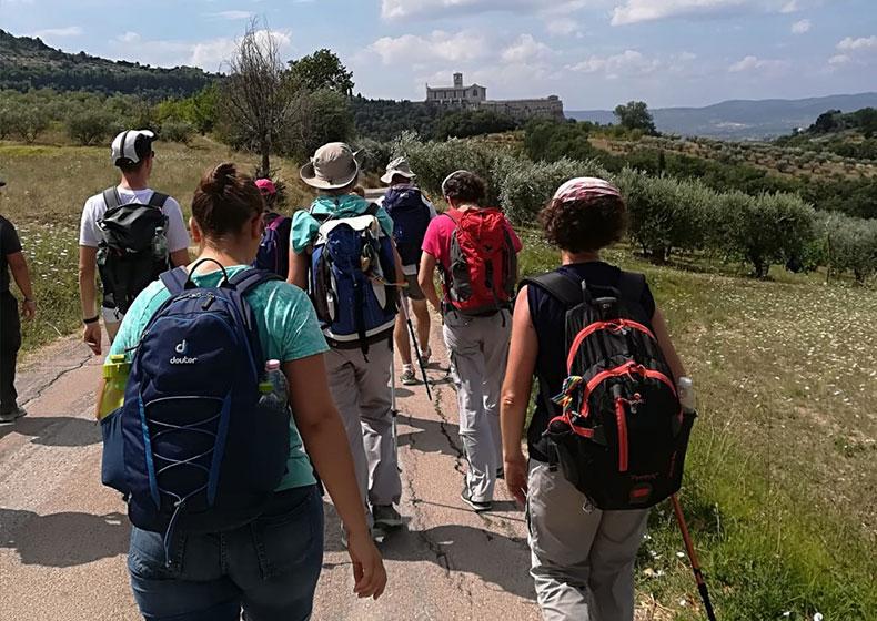 """Da La Verna ad Assisi: 25 ragazzi e il loro cammino """"controcorrente"""""""