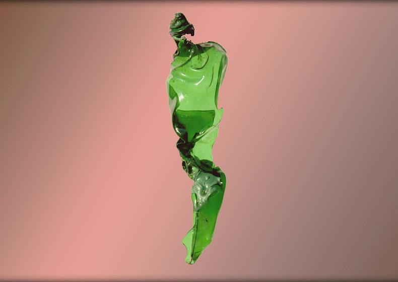Le sculture di Mario Pessott: metamorfosi di una bottiglia di plastica