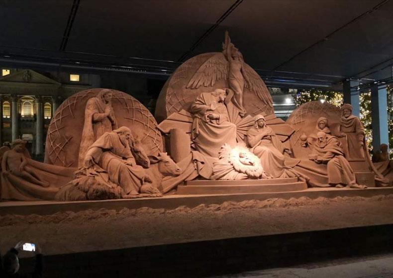 Albero di Natale e Sand Nativity in Piazza San Pietro, da Pordenone e da Jesolo