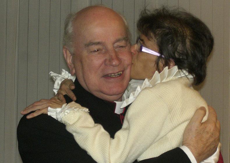 Mons. Eugenio, amico dei bambini