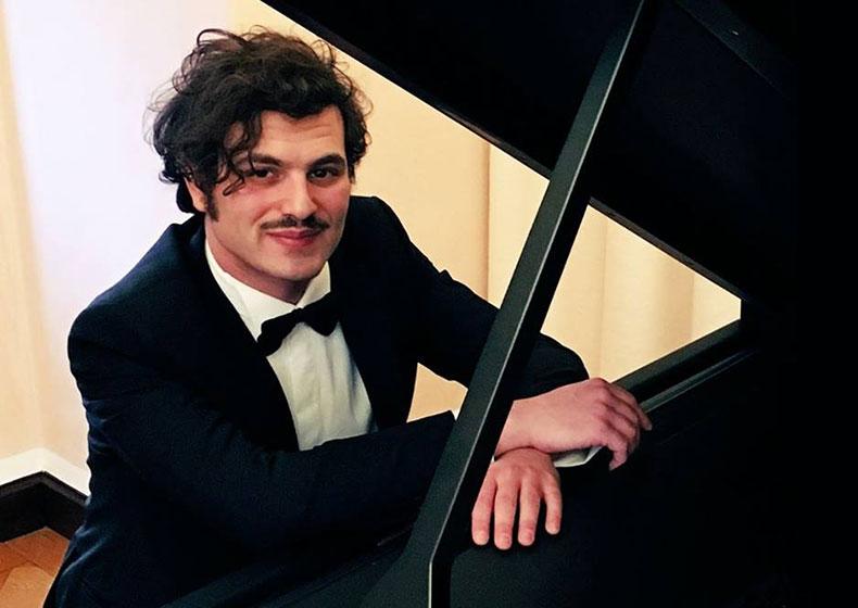 Davide Santacolomba, il pianista sordo dalla nascita